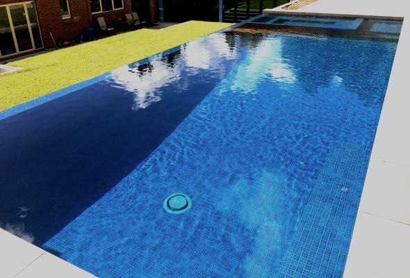 Park orchards Infinity edge pool and spa. Fully tiled with infloor cleaning