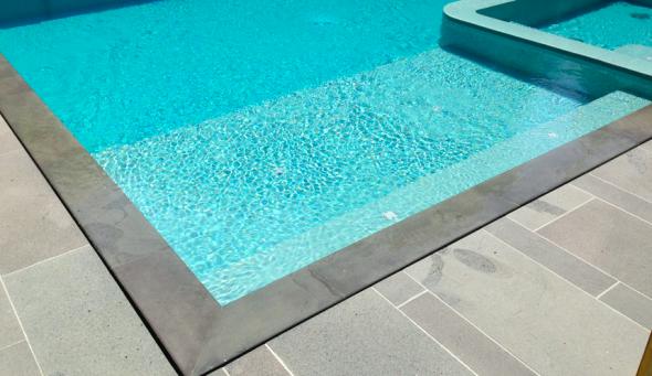 Perimeter overflow pool
